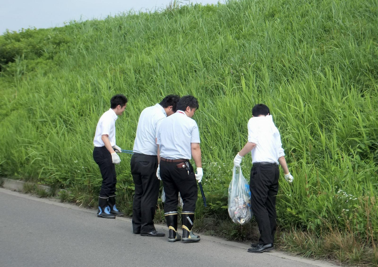 写真:宮城日野自動車-CSR-清掃活動